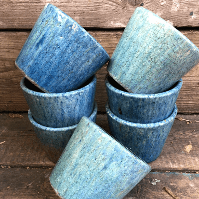 blue glazed dutch pot-min